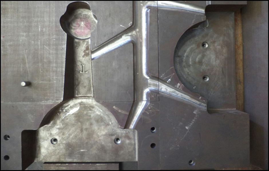 matriz-para-fundición-de-aluminio-semaforo-000